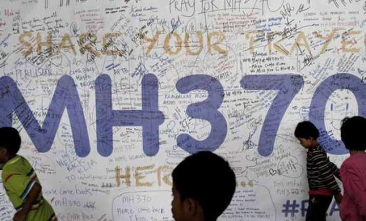 plane debris in indian ocean same type as mh370 expert