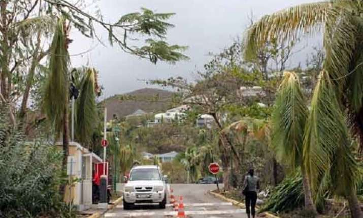 hurricane gonzalo weakens after passing bermuda