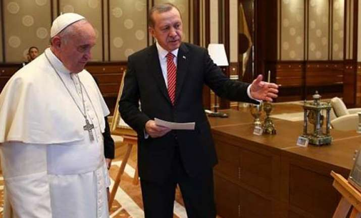 Pope Francis receives 'Ottoman gifts' in Turkey | World News – India TV