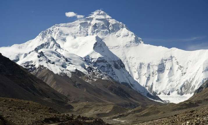 mountaineers returning nepal to climb mount everest