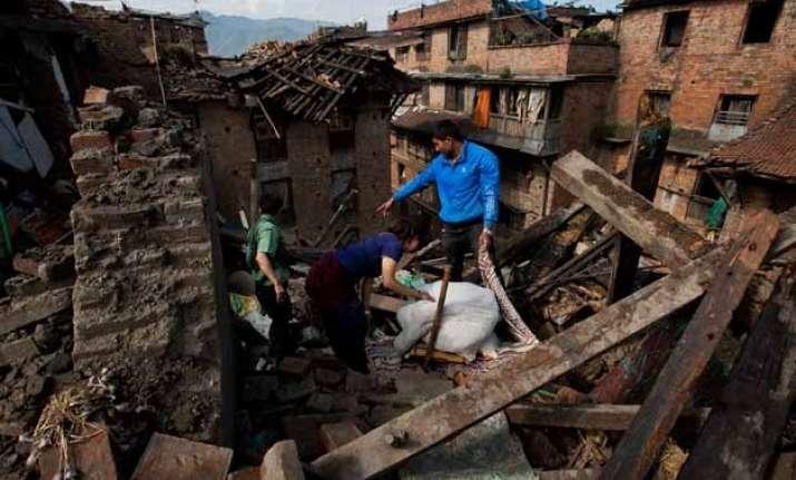 nepaldevastated death toll surpasses 4000 mark hunt