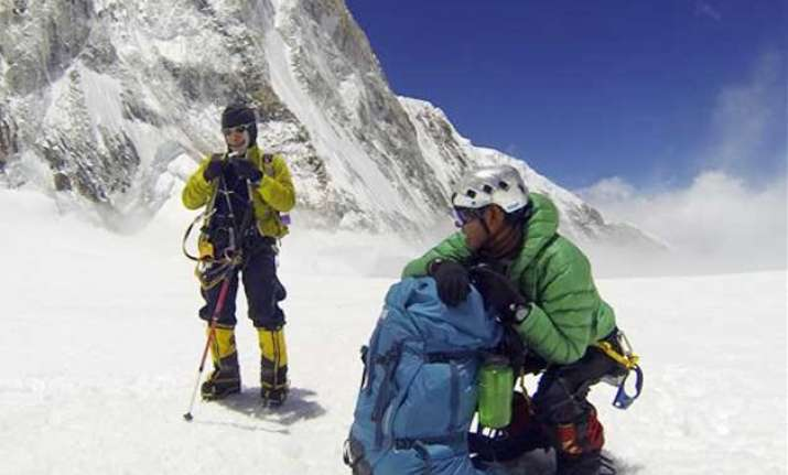 mount everest to remain shut this season icefall doctors