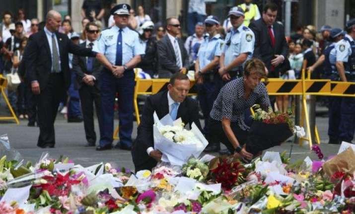australian pm lays flowers at siege site