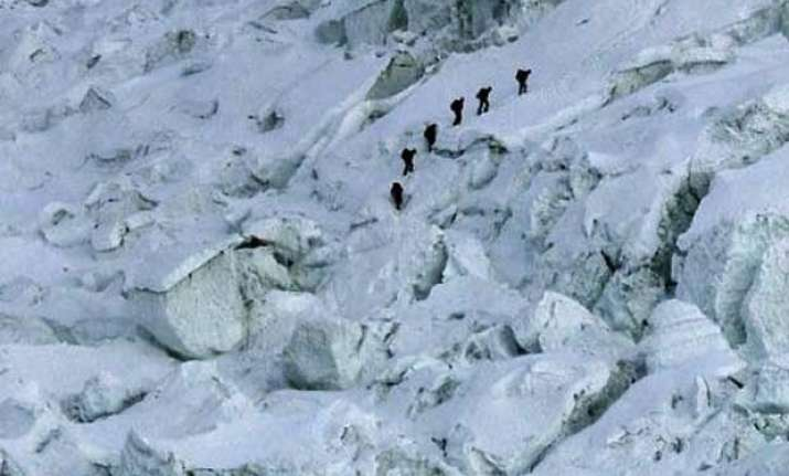 17 dead in mount everest avalanche toll expected to rise