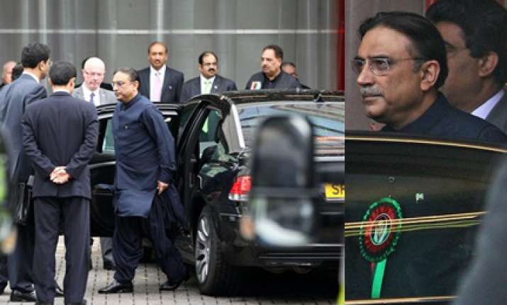 pakistani man throws shoes at zardari in uk