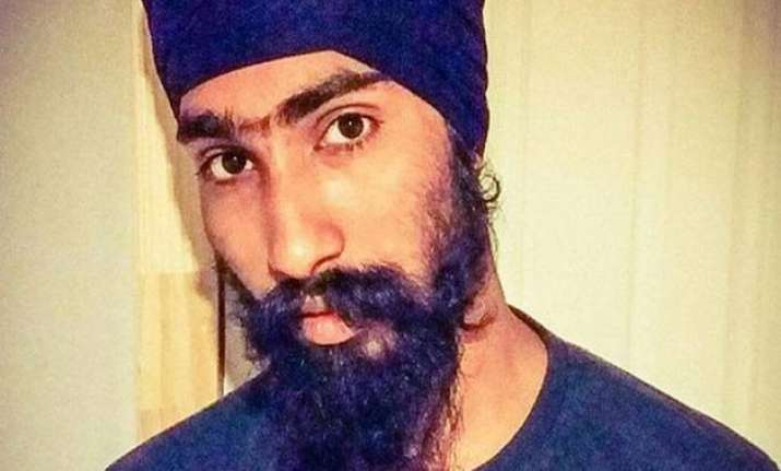 sikh man rewarded for cradling injured boy s head with