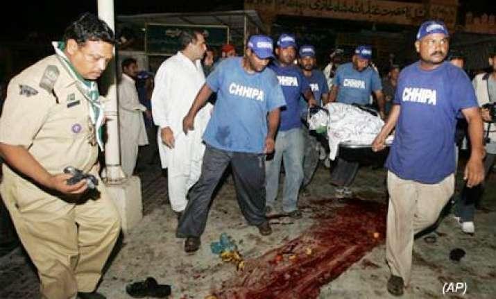 taliban bombers attack sufi shrine in karachi 10 killed