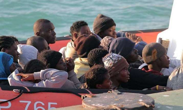 400 feared dead after migrant boat capsizes off libya
