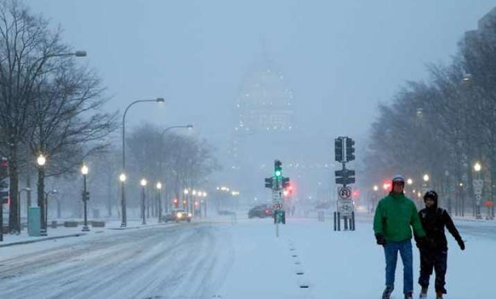 storm slams into eastern us with wet snow strong gales