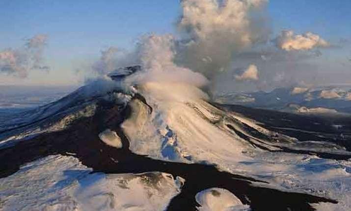 iceland volcano eruption triggers red alert