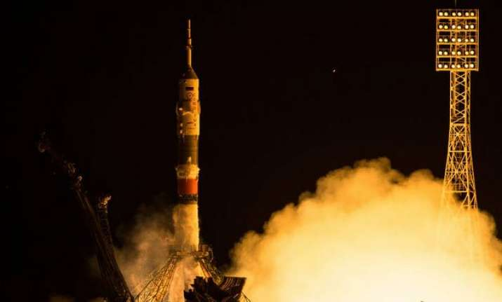 expedition 44 astronauts reach iss for mars research