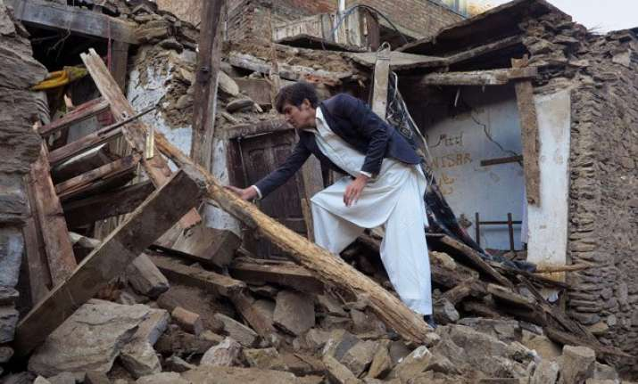 over 300 dead in pak afghan quake