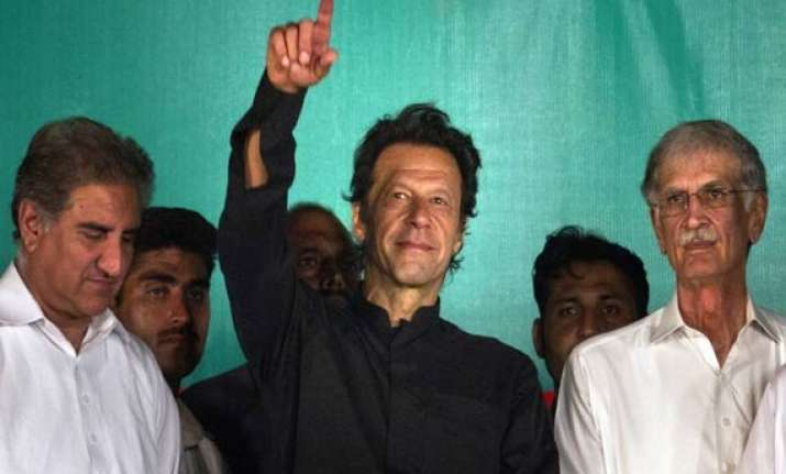 rift in khan s party over march to pm house 4 leaders