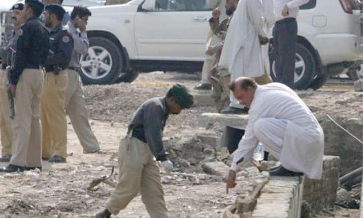 29 people killed in pak bomb attacks