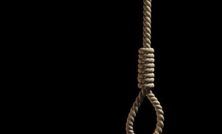 pakistan hangs two more convicts