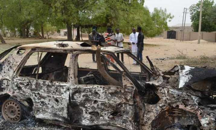 suicide bombing kills 25 in nigeria