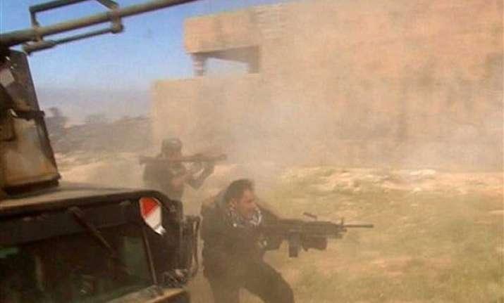iraqi soldiers militiamen enter islamic state held tikrit