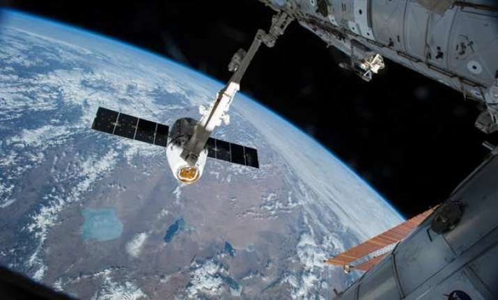 unmanned russian spacecraft plunging towards earth