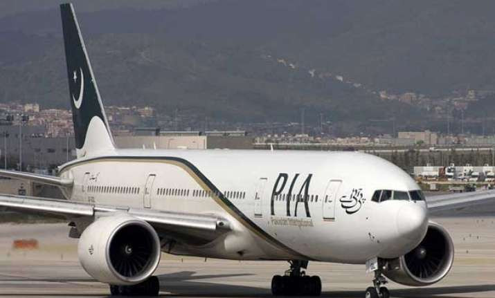 pakistan international airlines suspends services to dhaka