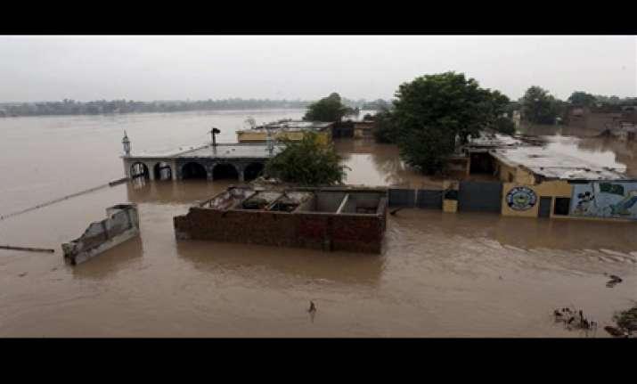 fresh showers worsen flood conditions 1700 dead so far in