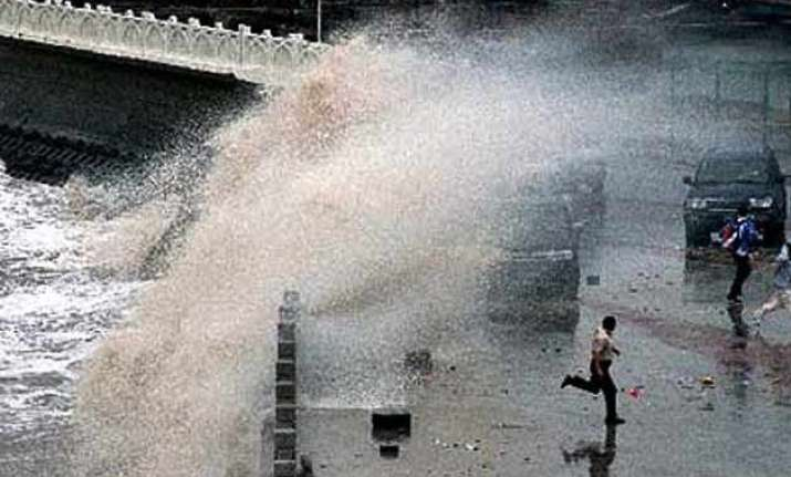 typhoon to hit east china sea
