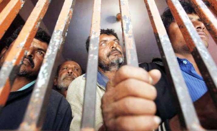 pakistan arrests 45 indian fishermen