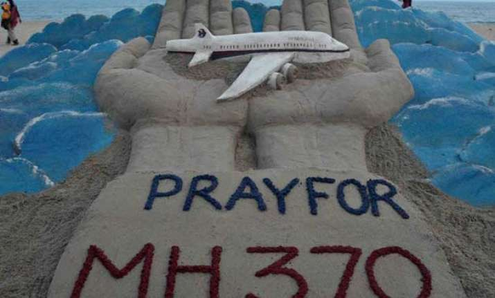 crews searching for missing malaysia airlines flight 370