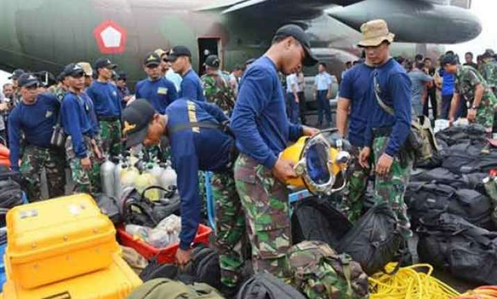 divers being sent to examine airasia wreckage