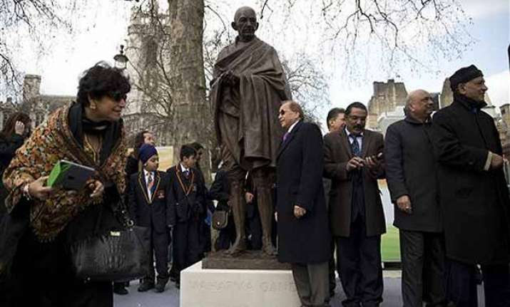 infosys biggest contributor for gandhi statue unveiled at