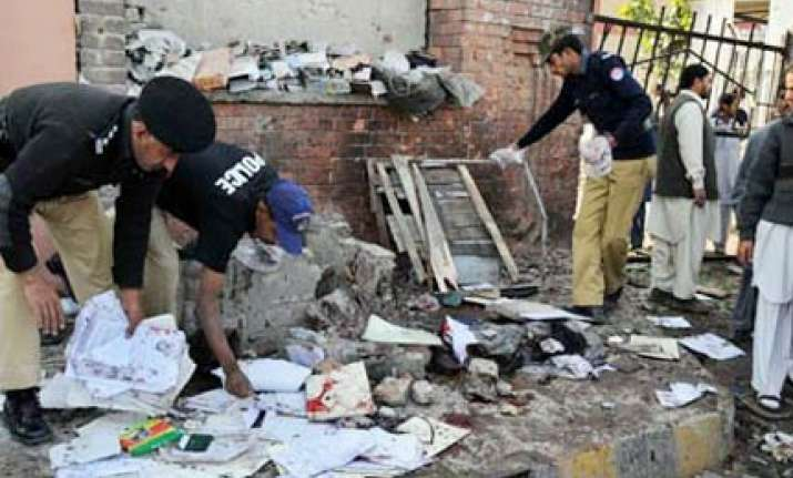 suicide bombing pakistan research papers Lahore, pakistan (reuters) - pakistan has decided to launch a paramilitary crackdown on islamist militants in punjab, the country's richest and most populous province, after an easter day bombing killed 70 people in the provincial capital lahore, officials said on monday sunday's suicide.