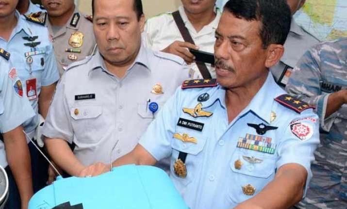 indonesian military chief supervises airasia plane s salvage