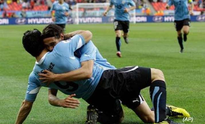 uruguay beats south korea 2 1 to reach quarters