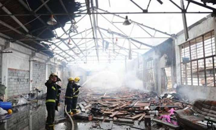 16 killed in china gold mine fire