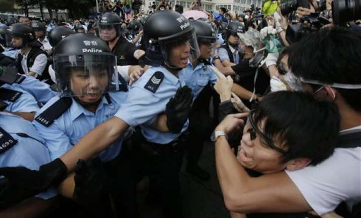 hong kong protests shrink after leader oks talks