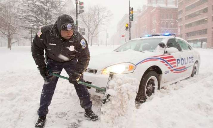 monster snowstorm sweeps across us east coast