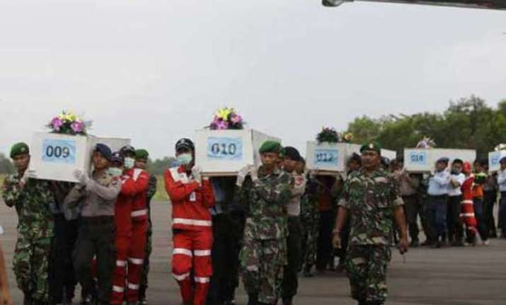 airasia crash rescuers find 30 bodies focus on 5 sq km area