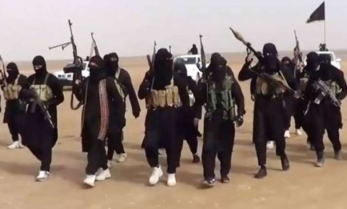 isis executes 15 iraqi police officers 4 journalism students