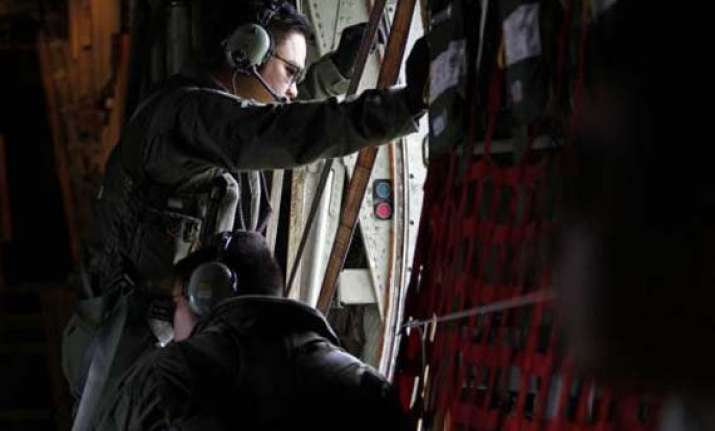 bad weather hampers recovery of airasia plane wreckage