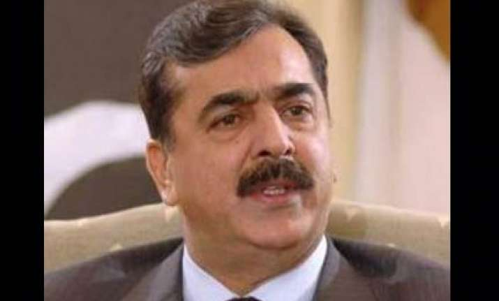 gilani heckled over failure to punish benazir s killers