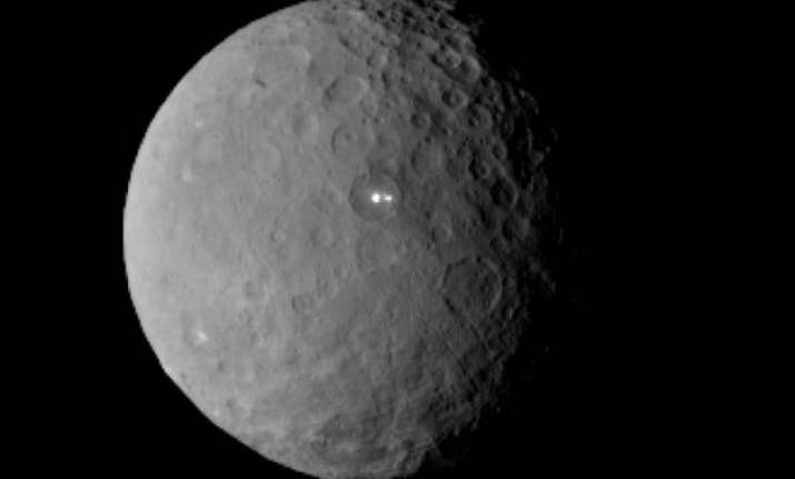 nasa probe sends stunning images of dwarf planet