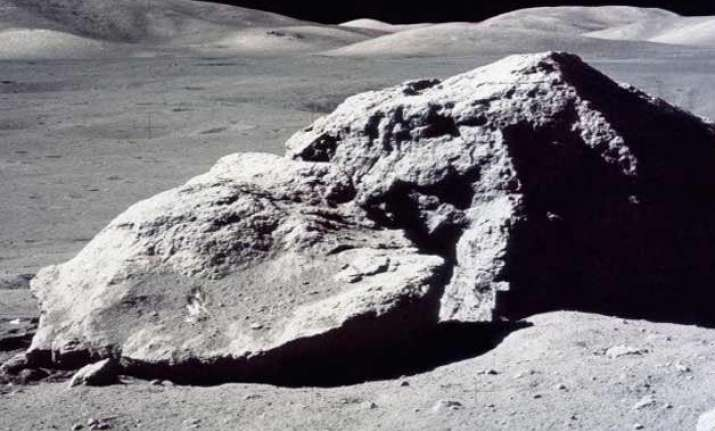 new technique can reveal age of moon rocks