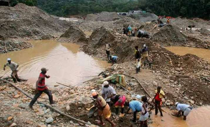 15 trapped in colombian gold mine