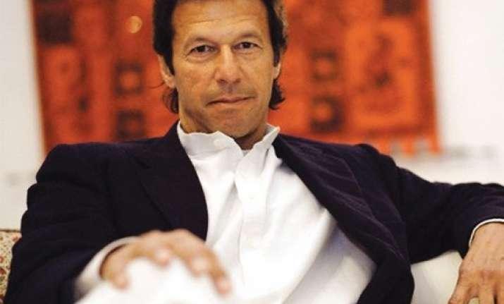 imran khan targets nawaz sharif for silence on indo pak