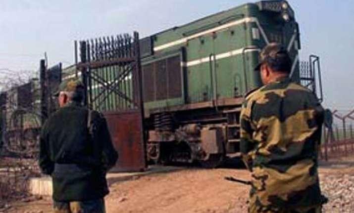 indian passengers of samjhauta express cross wagah border