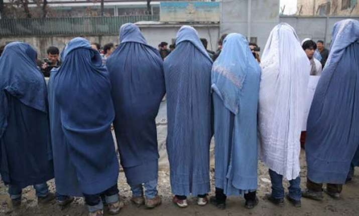 afghan men march donning burqas in support of women s rights