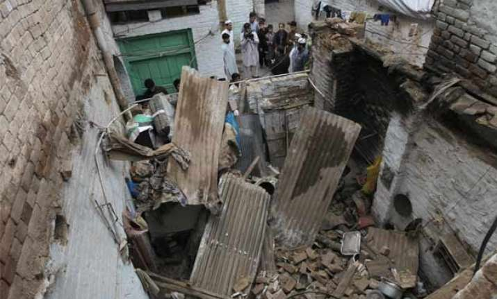 afghan earthquake rocks asia death toll reaches 200