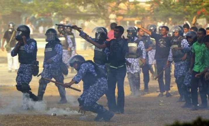 maldives police use tear gas against opposition protesters