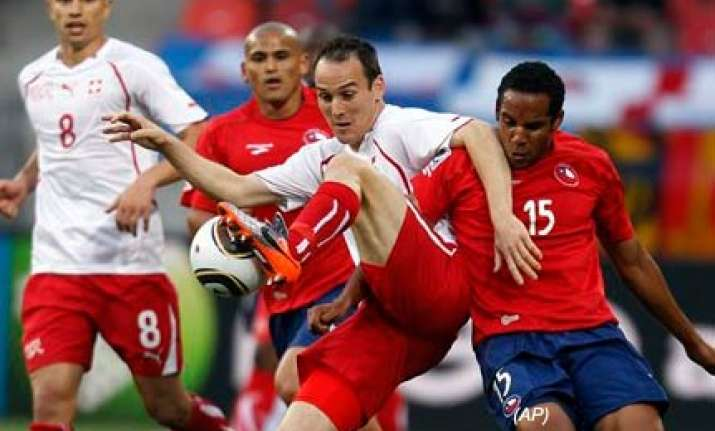 chile beat 10 man switzerland to close in on last 16