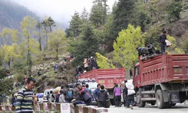 china evacuates people from quake hit tibetan town