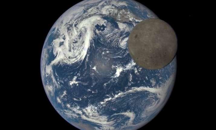 nasa camera reveals dark side of moon